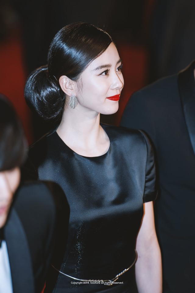 [飞翔八卦]刘诗诗烈焰红唇,肤白貌美惊艳韩国人
