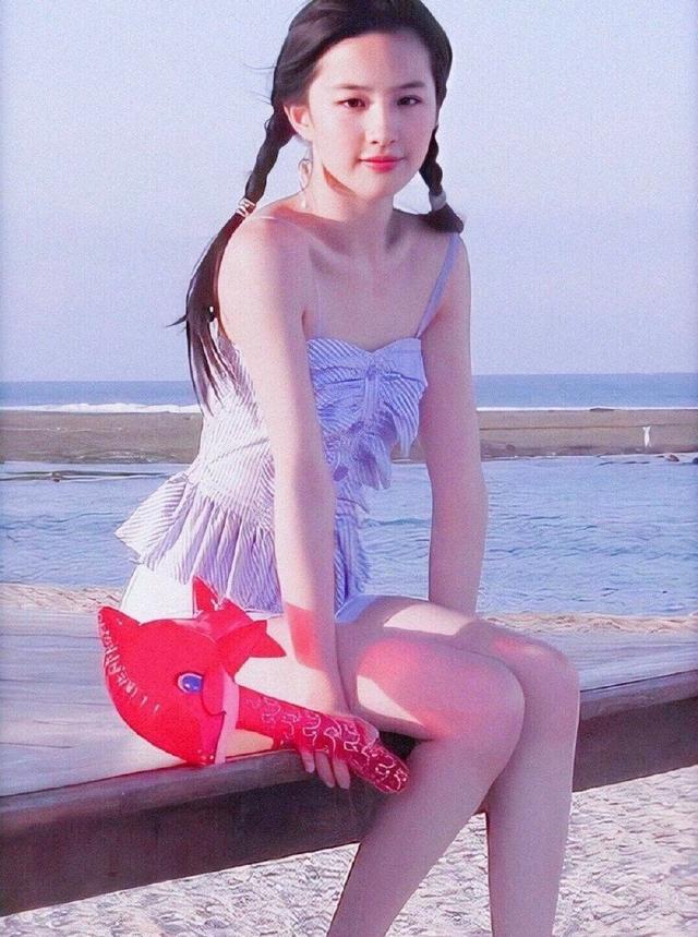 """「第五大道」看了刘亦菲10组少女时期的照片,才明白什么叫""""天仙"""