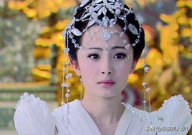 一堆从水晶吊灯拆下来的头饰,愣是被杨幂她们整成了戴不起的样子