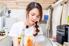 【李守智】在《中餐厅》洗碗走红的湖南卫视小花