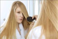 【跟我变时尚】建议女人:洗头时注意这3点,头发