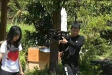 【光明日报】郑爽与男友录综艺 白色上衣搭短裤美腿吸