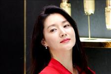 【最爱大牌】李英爱真是氧气美女,身穿红色连衣