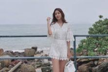 【八卦热点】张子萱终于不晒美腿了,全身照女神