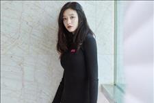 【槑小姐】23岁的林允真性感,黑色针织连衣裙搭