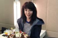 【卡蜜拉卡萝】Do姐郑裕玲晒62岁庆生照,连帽外