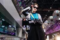 [乐活娱乐]杨丞琳拼接上衣配牛仔裙,背2万3的包
