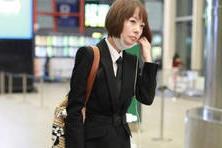 「biu时尚」鲁豫穿皮裤走机场,口罩下一脸疲惫,
