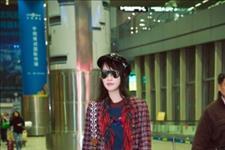 「南港风尚」蓝盈莹一身摩登复古装扮现身机场,