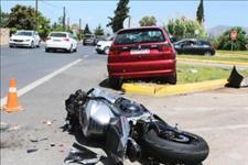 嗯哼说笑@等红灯被摩托车追尾,导致摩托车车主身亡,车主需要赔偿10%损失