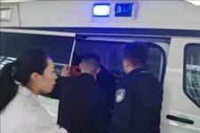 """人民视线:飞机上旅客突发疾病,""""空地联动""""30分钟将病人送上救护车"""