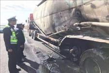 「乌兰察布市交警」【紧急救援】货车后胎起火,交警帮助灭火解围