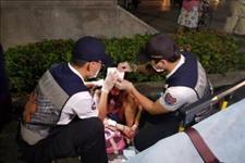 #ETtoday新闻云#高雄深夜街头飙速失控在警察局门口自撞!警员冲出:3男女满身血