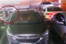 [阿尕闲谈]监控曝光!女子停车场内遭蒙面男强行锁喉拖拽上车,警方已介入