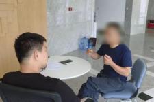 「环球网」42岁女老板恋上90后下属?丈夫:就是图钱!