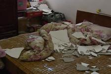 【广东公共频道DV现场】后怕!楼上装修太猛震坏楼下天花板,家中老人险被砸